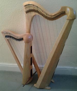 Fy nhelyn newydd / My new harp