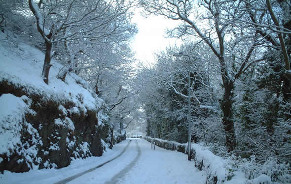 A snow-covered Siliwen Road in Bangor